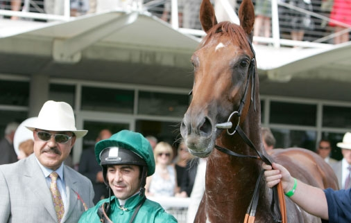 Alan Munro and Tony Nerses with Hamoody in the winner's enclosure following the Richmond Stakes
